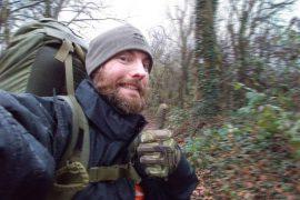 Justus Linnepe beim wandern im Wald