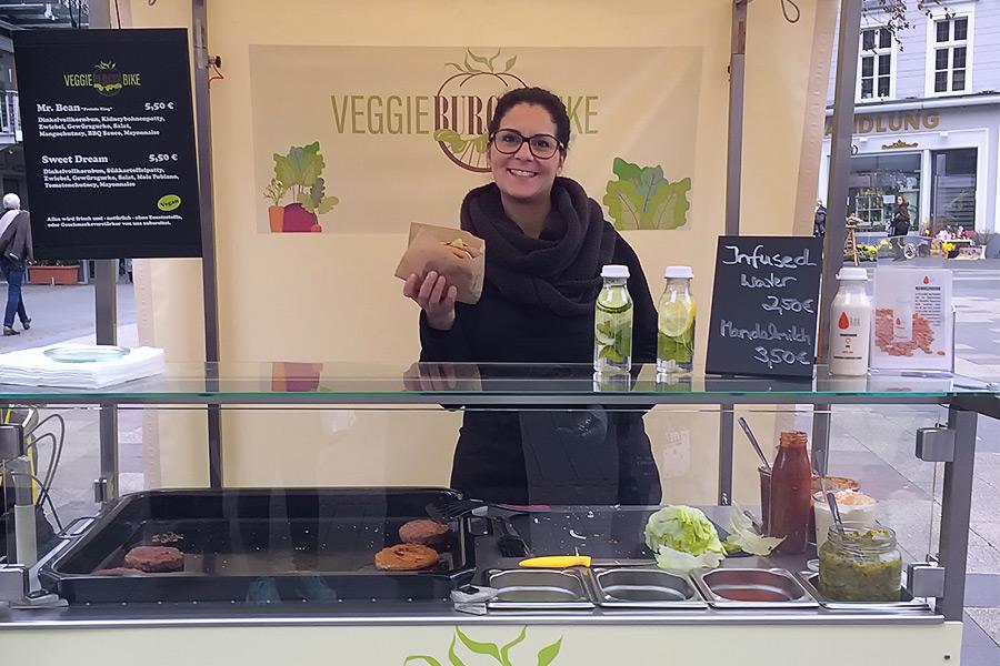 Luisa im Veggie Burger Bike Bonn