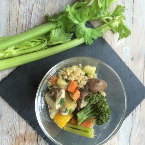 Schüssel mit Bulgur Gemüse Gericht