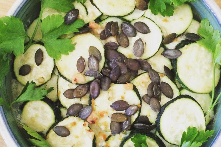 Rezept Überbackene Zucchini mit Kürbiskernen