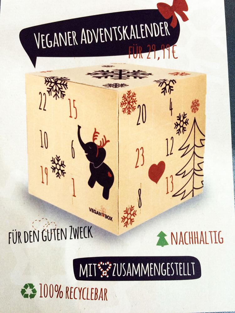 Eine Vegan Box in weihnachtlicher Verpackung