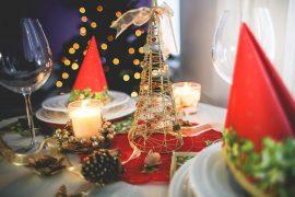 gedeckte Weihnachtsfesttafel