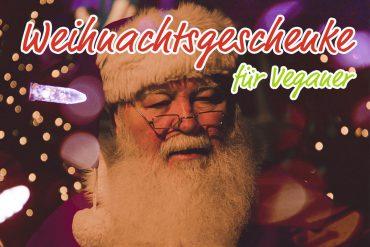 Veganer Weihnachtsmann verteilt Geschenke