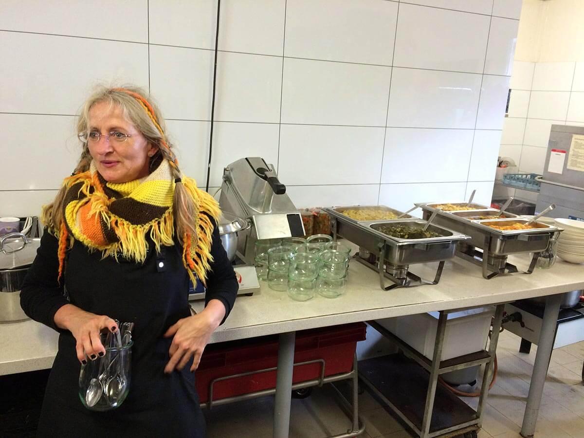 Küchenfee Violetta vom Demeterhof