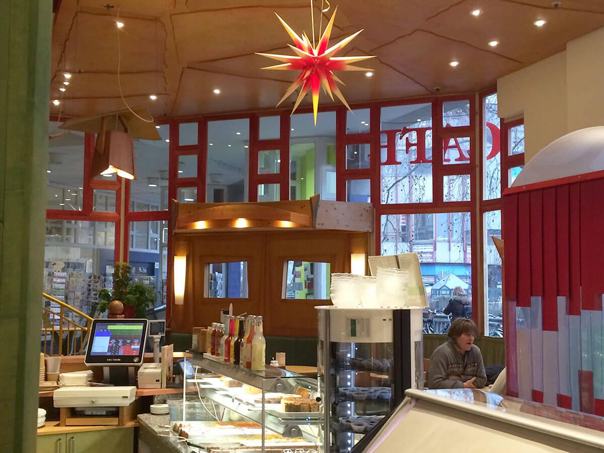 Eingang Cassius Garten durch das Cafe