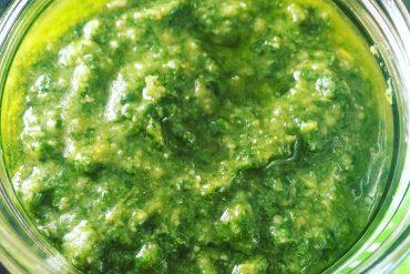 1 Glas frisches Bärlauch Pesto