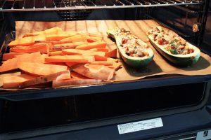 Gefüllte Zucchine und Süsskartoffeln im Ofen