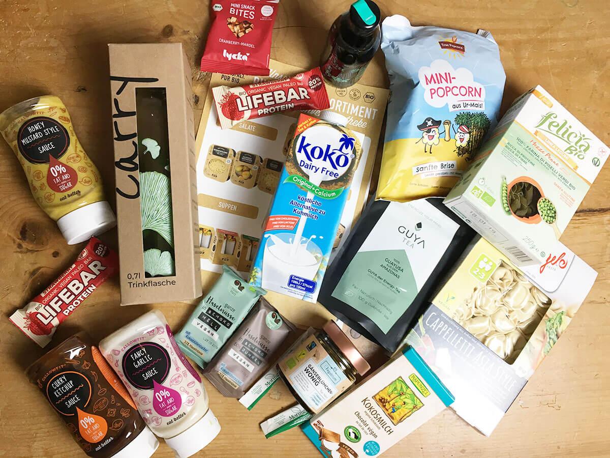 Produkte von der Veganfach auf dem Tisch
