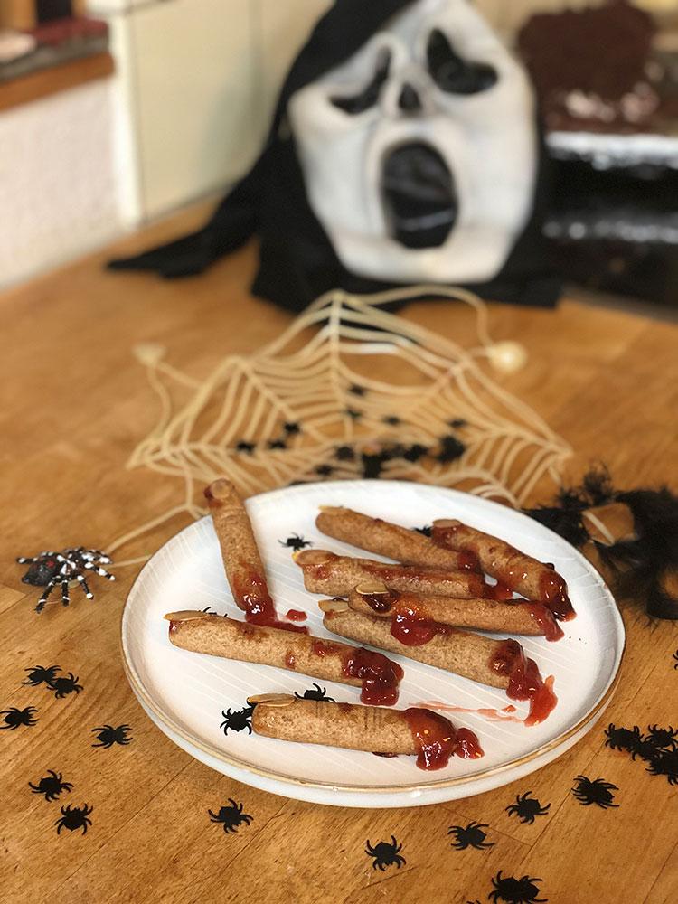 Hexenfinger zu Halloween